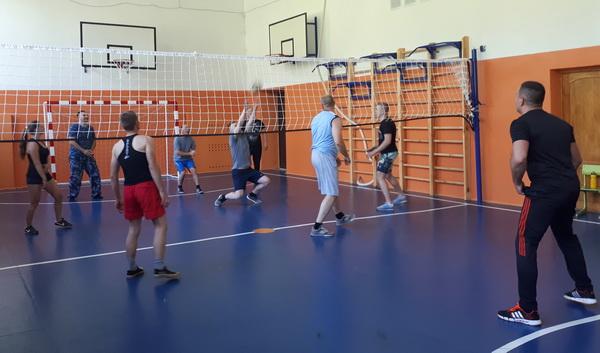 Сотрудники исправительной колонии №2 провели товарищеский турнир по волейболу