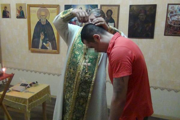 В храме Святителя Николая Мирликийского чудотворца, расположенного в следственном изоляторе №1 принял крещение один из подозреваемых, содержащихся в учреждении.