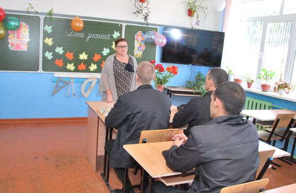 Воспитательными службами УФСИН России по Смоленской области проводится работа по созданию условий для получения осужденными общего, начального, среднего и высшего профессионального образования посредством заочного и дистанционного обучения.